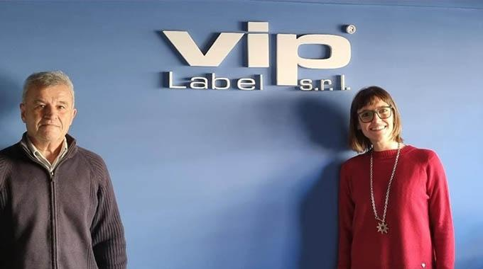 VIP标签公司安装爱普生和GM的设备